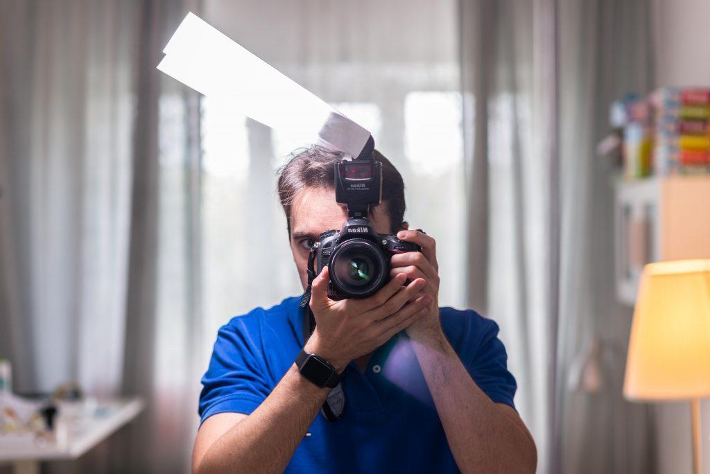 как фотографировать в помещении зеркалкой